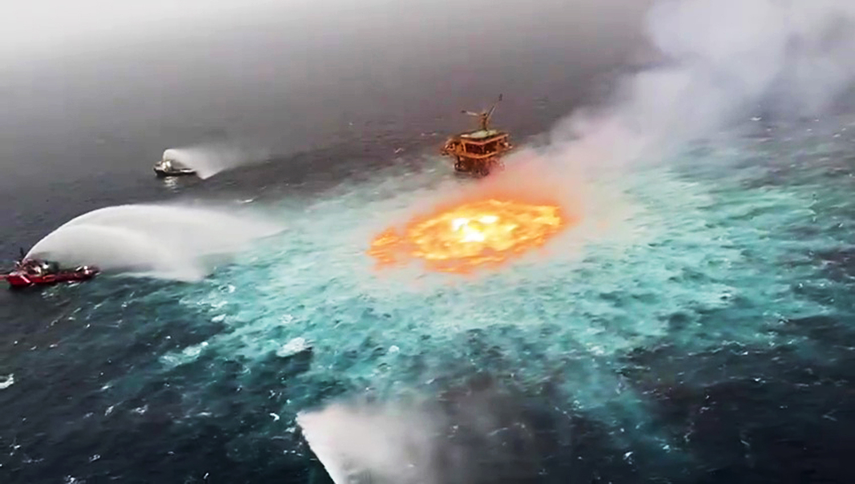 «چشم آتش» در اقیانوس: آتشسوزی مهیب در خلیج مکزیک مهار شد [تماشا کنید]