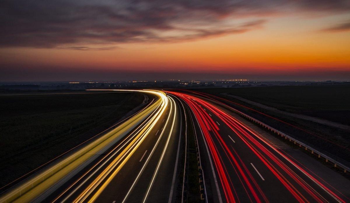 محققان میخواهند از جادههای مغناطیسی برای شارژ خودروهای برقی استفاده کنند