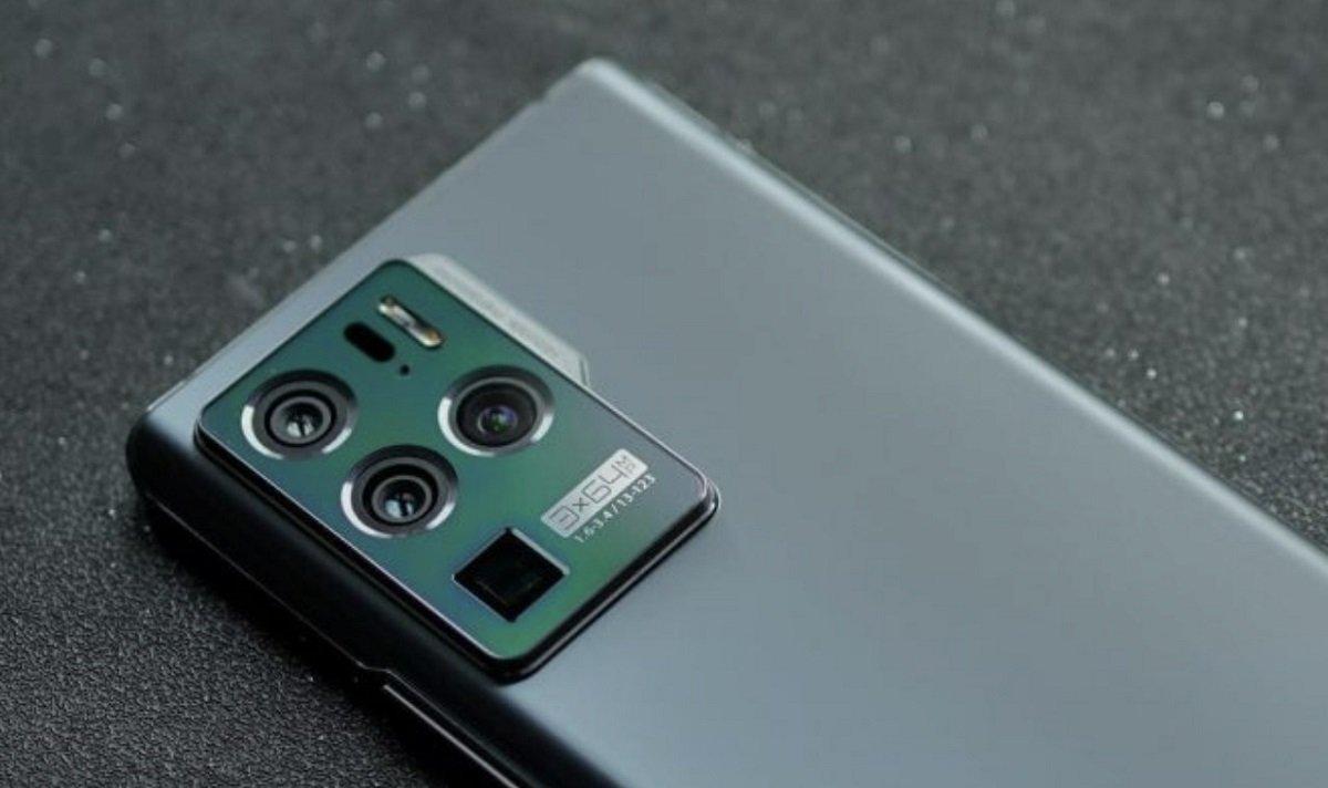 دوربین زیر نمایشگر اکسون ۳۰ پرو ۵G از تراکم پیکسلی دو برابر بیشتر از نسل قبل بهره میبرد