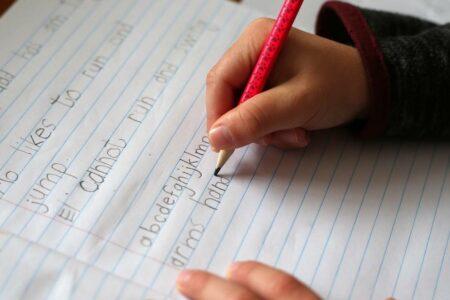 نوشتن با قلم در مقایسه با تایپ تاثیر بهتری روی یادگیری زبانهای جدید دارد
