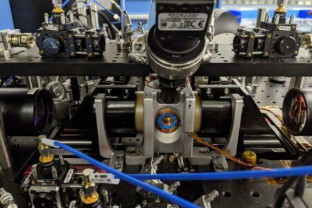 ساخت پردازنده کوانتومی ۱۰۰ کیوبیتی با دمای نزدیک به صفر مطلق