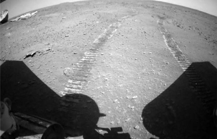 مریخنورد چینی ژورنگ تصویری از چترنجات خود در مریخ به زمین مخابره کرد