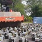 مالزی هزار دستگاه ماینر را به اتهام برق دزدی با غلتک راهسازی نابود کرد [تماشا کنید]