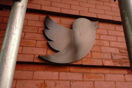 توییتر ۸۰۹ میلیون دلار به سهامداران خود غرامت میپردازد