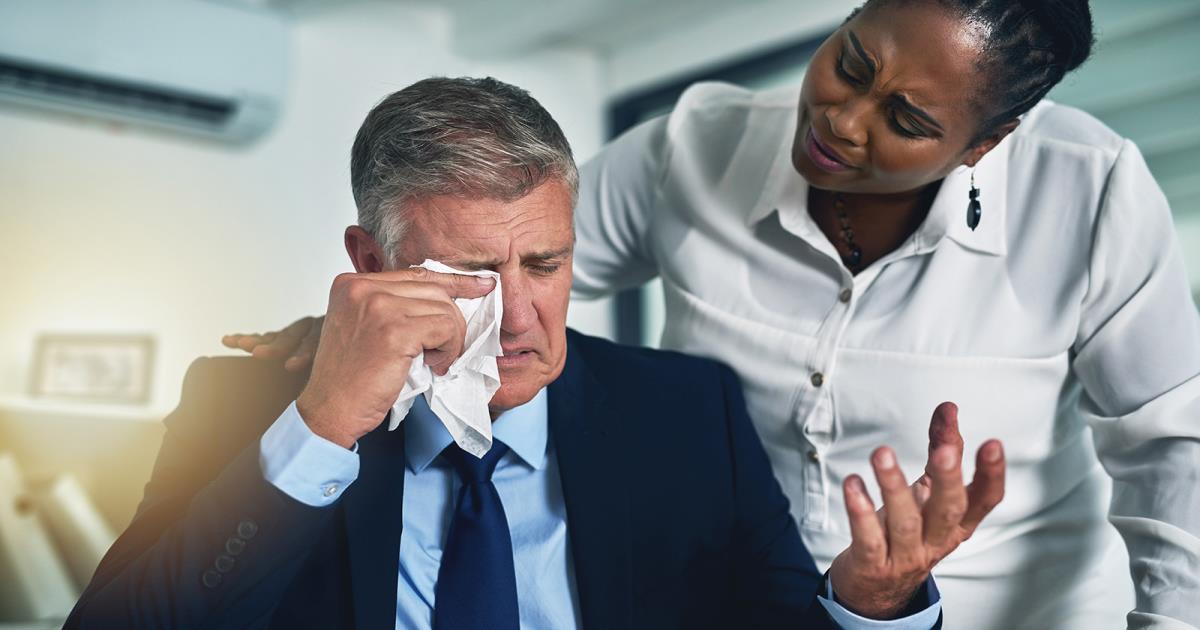 چطور از گریه کردن در محیط کار جلوگیری کنیم؟