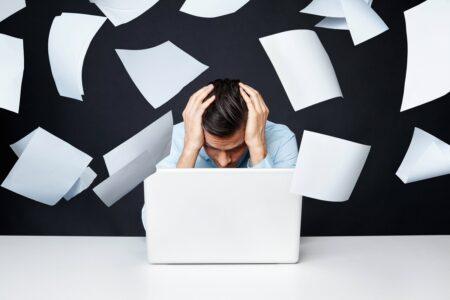 چهار پیشنهاد برای وقتی که مدیرتان جلوی پیشرفت شغلی شما را میگیرد