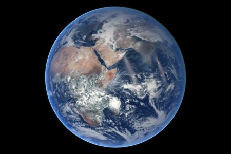 رمزگشایی از سن تنها سکونتگاه بشر: زمین چند سال دارد؟