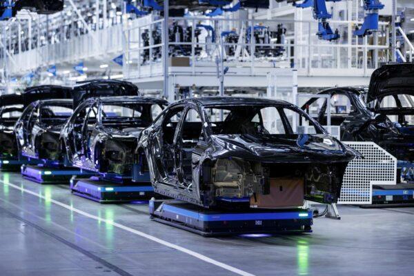 ضرر ۲۱۰ میلیارد دلاری خودروسازان جهان در پی کمبود تراشه