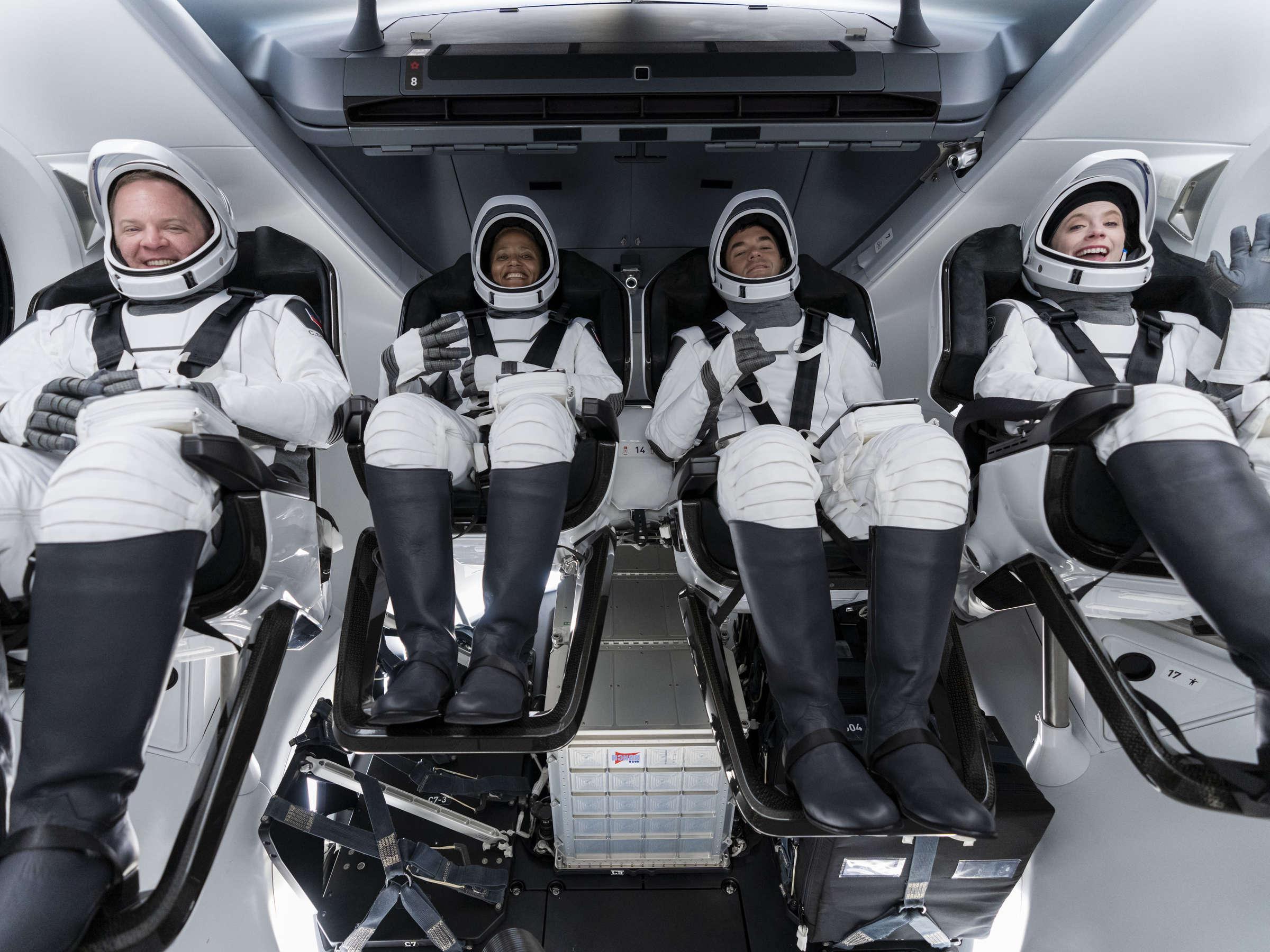 اولین سفر فضایی چهار شهروند عادی با موشک اسپیس ایکس به فضا [تماشاکنید]