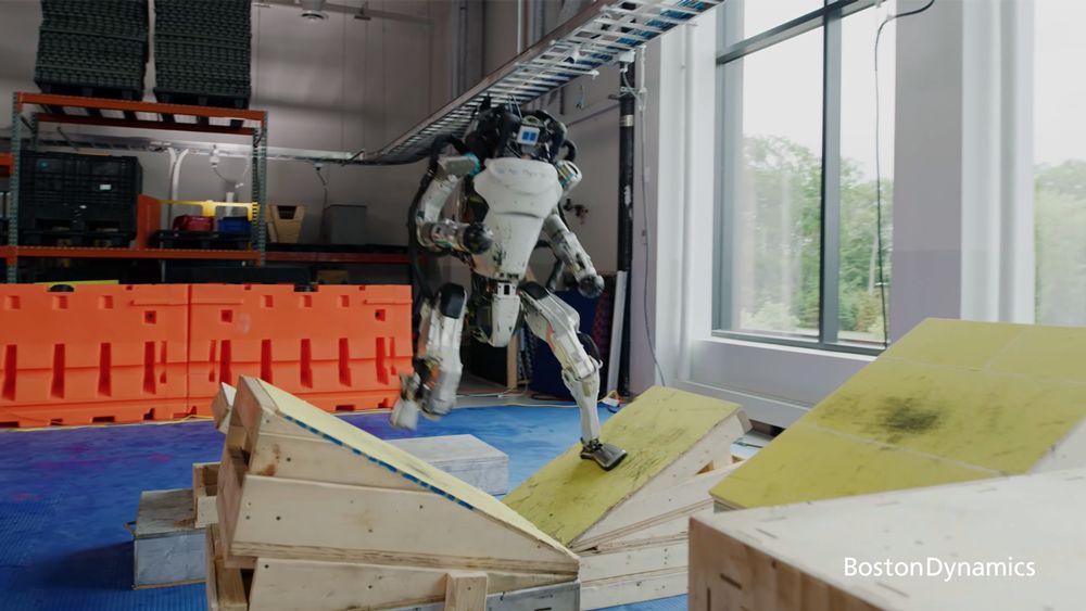 ربات اطلس بستون دینامیکس