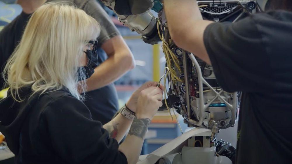 تعمیر ربات اطلس