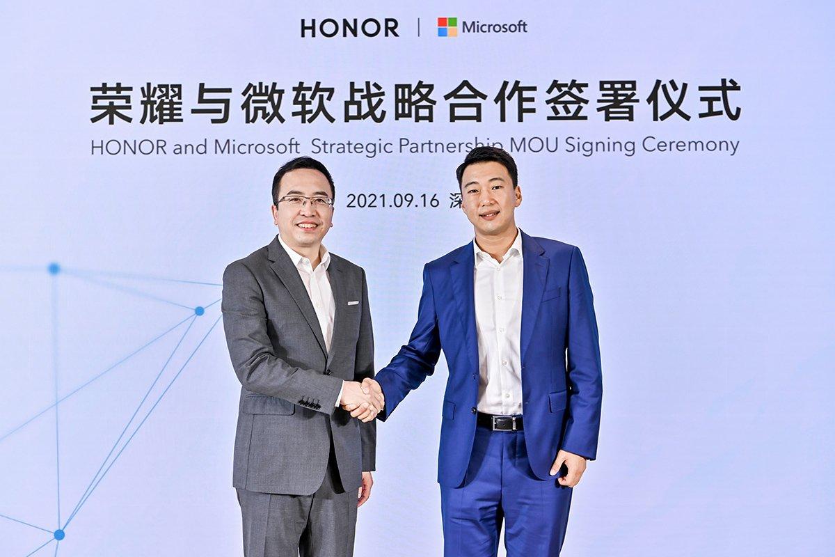 همکاری استراتژیک آنر و مایکروسافت؛ مجیکبوک V14 با ویندوز ۱۱ عرضه میشود