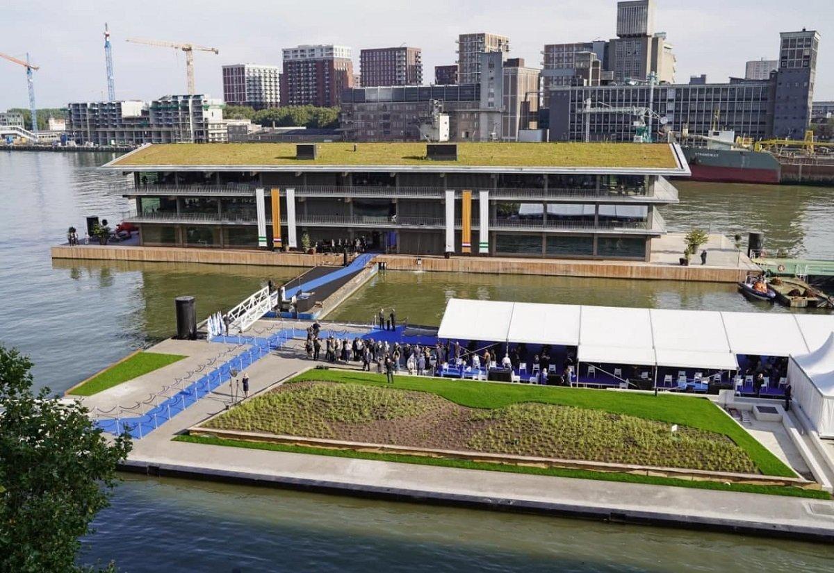 بزرگترین ساختمان اداری شناور جهان به بهرهبرداری رسید