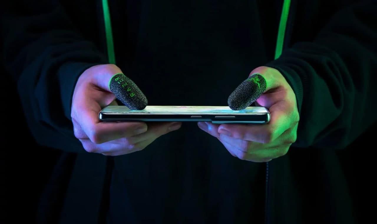 دستکش انگشتی گیمینگ ریزر از تعرق انگشتان هنگام بازی با موبایل جلوگیری میکند