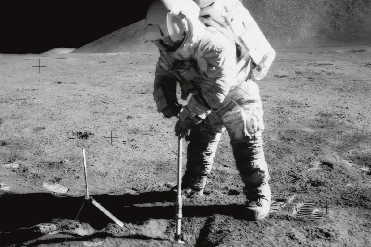دانشمندان از امکان استخراج آب و اکسیژن از خاک ماه خبر میدهند