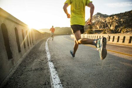 ورزش و مصرف میوه و سبزیجات میتواند احساس رضایت از زندگی را افزایش دهد