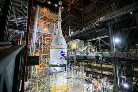 موشک غولپیکر SLS ناسا سرهم شد: آرتمیس ۱ احتمالا فوریه ۲۰۲۲ پرتاب میشود