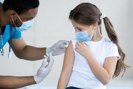 مدرنا از ایمنی و کارآمدی واکسن کرونای خود روی کودکان ۶ تا ۱۱ سال خبر داد