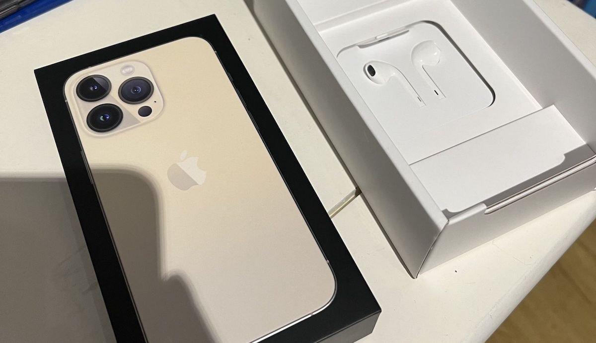 اپل خانواده آیفون ۱۳ را با هدفون در فرانسه عرضه میکند