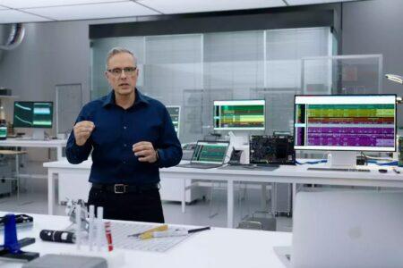 جانی سروجی: تنها محدودیتهای علم فیزیک مانع جاهطلبیهای سخت افزاری اپل هستند