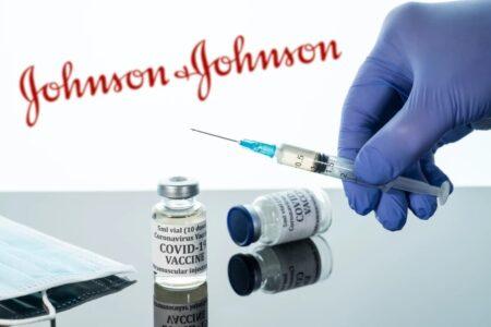 دوز سوم واکسنهای مدرنا و جانسون و جانسون تاییدیه FDA را دریافت کردند