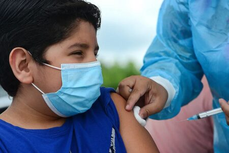 آمریکا احتمالا از ماه آینده میلادی واکسیناسیون کودکان ۵ تا ۱۱ سال را شروع میکند